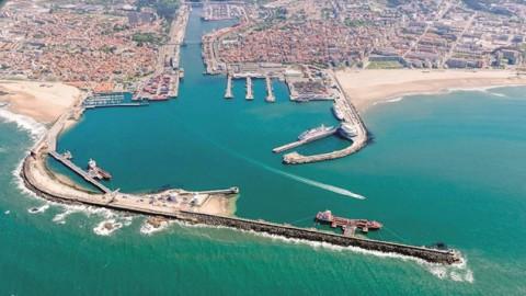 DN – PS e CDU votam contra a suspensão do concurso para o prolongamento do quebra-mar de Leixões